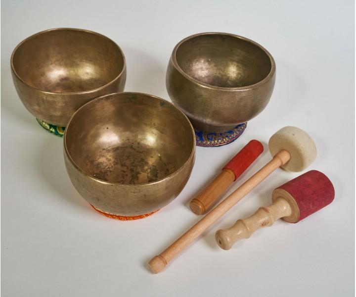 Set of 3 old himalayan bowls LN 77/3