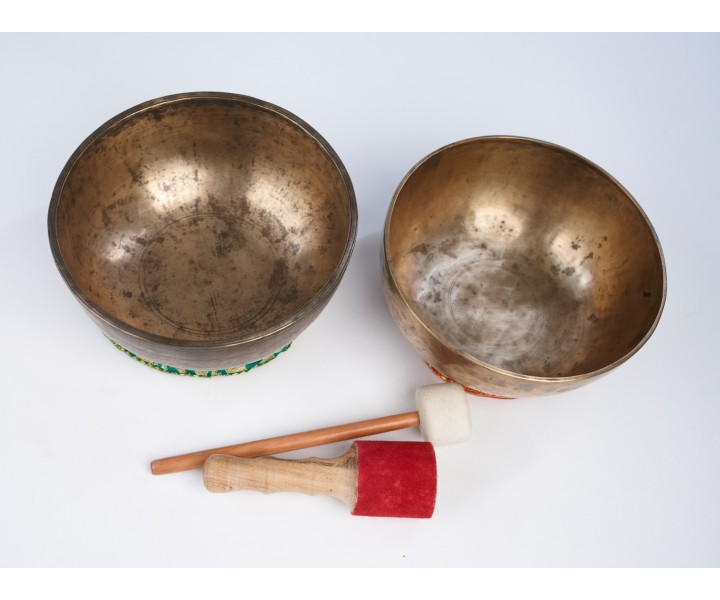SET OF ANCIENT HIMALAYAN SINGING BOWLS LN 10/2