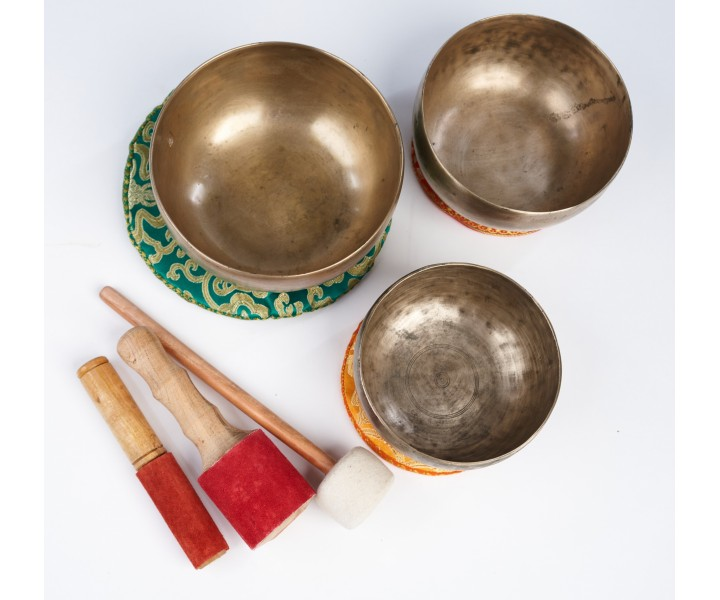 SET OF ANCIENT HIMALAYAN SINGING BOWLS LN 21/3