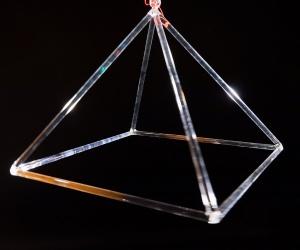 Crystal pyramid 15 cm